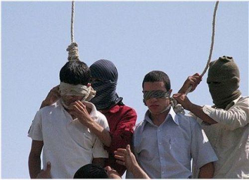 In Iran impiccano i gays