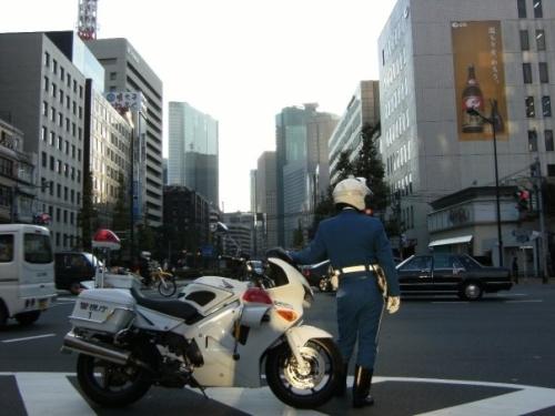 Polizia (e pulizia) stradale /Foto Logan