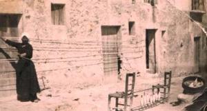 Anna Palumbo davanti la casa del marito Vito Matranga in cui abitò la coppia Gentile