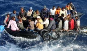gommone-con-immigrati-clandestini-a