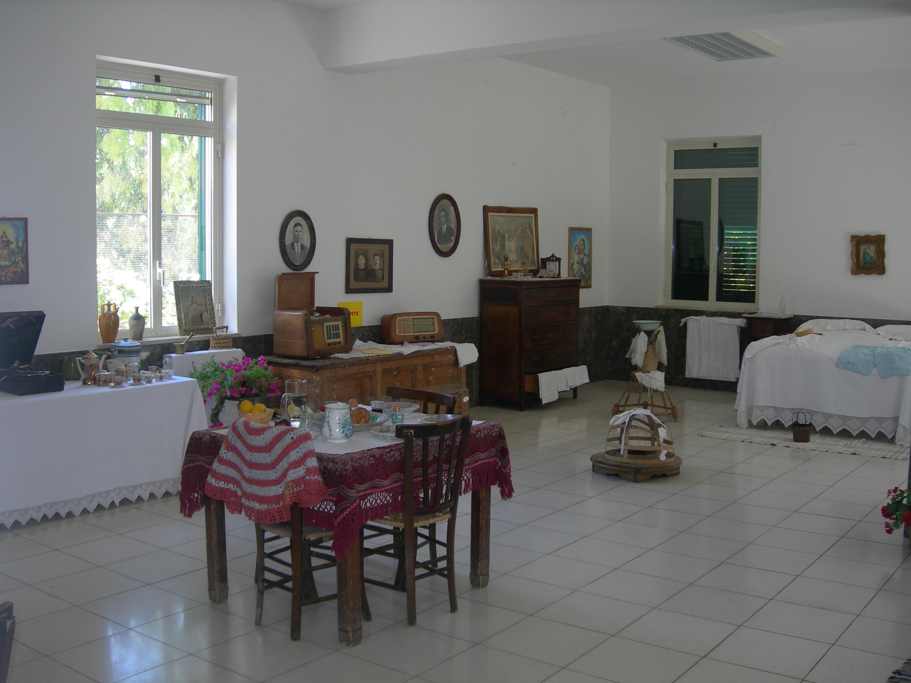 Amarcord dei tempi andati milocca milena libera for Arredamento casa antica