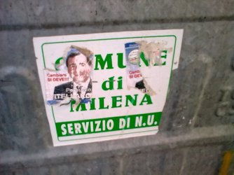 un cassonetto milenese