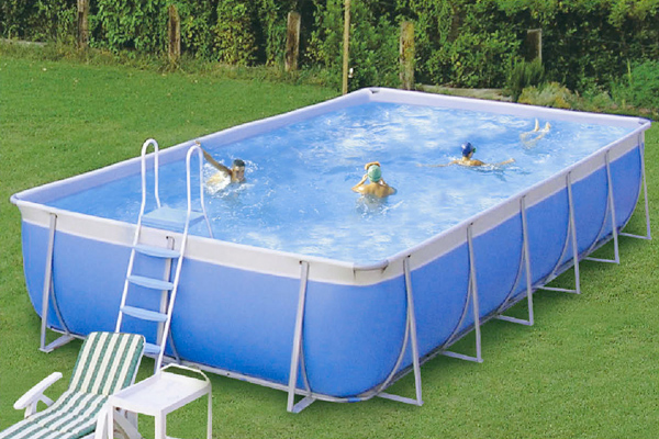 Una piscina per i bambini milocca milena libera - Piscine per giardino fuori terra ...