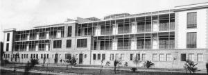 """Una veduta dell'ospedale antitubercolare """"Dubini"""" subito dopo la sua costruzione avvenuta tra il 1930 e il 1933, anno della inaugurazione. Quello fotografato è il lato, con le grandi verande, che dà sul parco."""