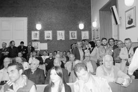 Alcune immagini della seduta consiliare di mercoledi sera che evidenziano la sala consiliare strapiena e l'esultanza dei presenti dopo il voto positivo con cui il consiglio lascia la decisione al popolo sull'adesione o meno al Consorzio di Catania. Il referendum dovrà celebrarsi entro il 15 luglio e per essere valido devono votare 33.700 cittadini