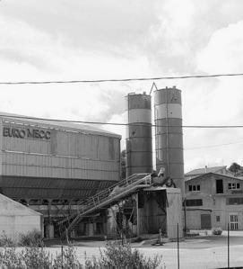 L'ex impianto di calcestruzzo confiscato potrebbe ospitare il centro di stoccaggio dei rifiuti differenziati