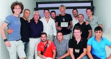 Alcuni soci e dirigenti del club con Stefano Tacconi