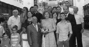 La coppia di arzilli pensionati con i familiari dopo la messa a Sutera
