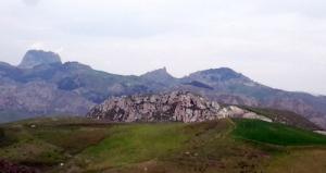 Il rilievo di Jannico dominato dalla rocca di Sutera