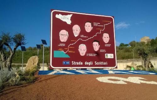 1490710679854.jpg--taglio_del_nastro_per_la__640__agrigento_grottarossacartello_turistico_indica_la__strada_degli_scrittori_